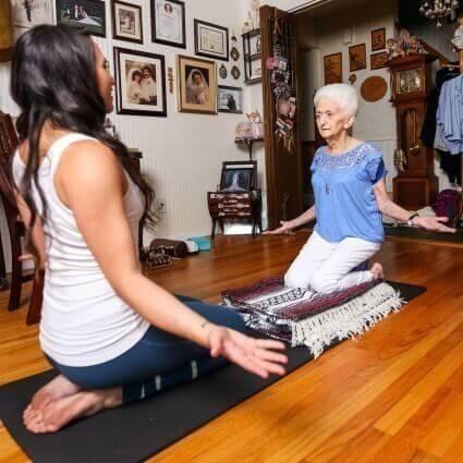 schiena dritta grazie allo yoga