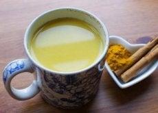 funzione cerebrale bevanda-con-curcuma-cannella-miele