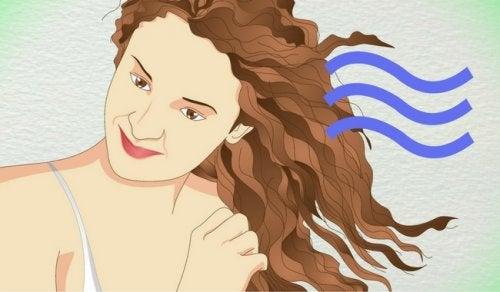 5 tecniche naturali per arricciare i capelli senza danneggiarli