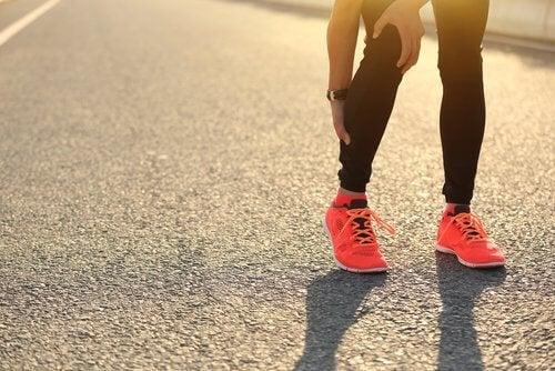 i crampi muscolari possono essere provocati da un eccesso di esercizio fisico