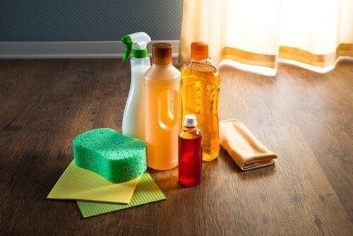 pulizia della casa con oli essenziali