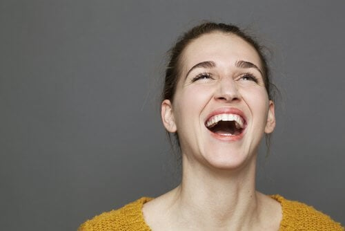 donna-che-ride-allegria
