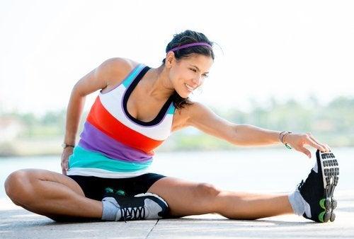 lo stretching aiuta a prevenire i crampi muscolari