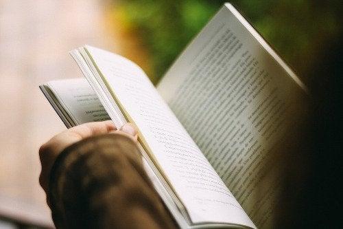 la lettura aiuta a rilassarsi e a raggiungere il successo