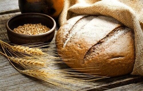 Salute a tavola con il pane integrale