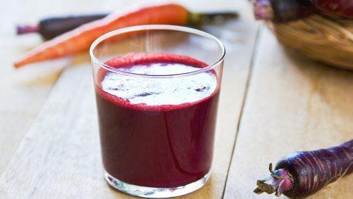 succo-di-carote-viola-e-mela