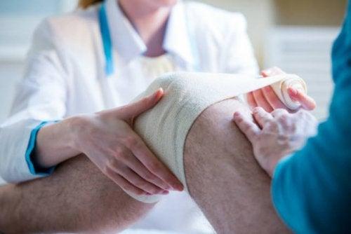 Fascia di cellule staminali per trattare le lesioni al ginocchio