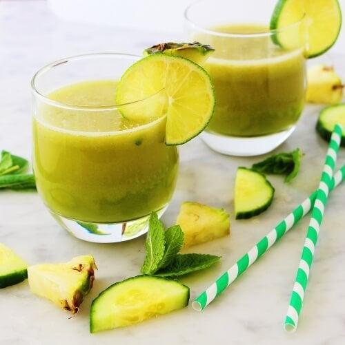 frullato-di-mela-ananas-menta-e-limone