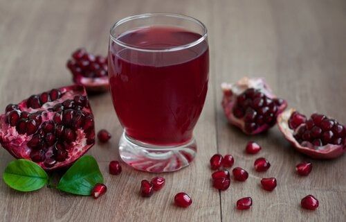 bicchiere succo di melagrana