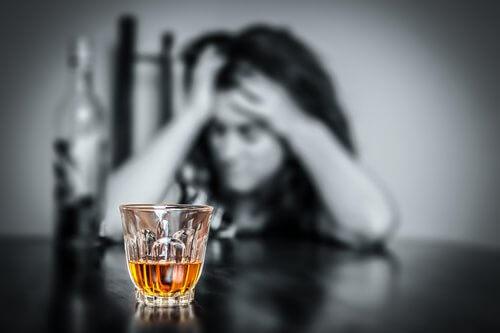 alcol-provoca-mal-di-testa