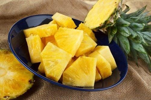 ananas tagliato tocchetti