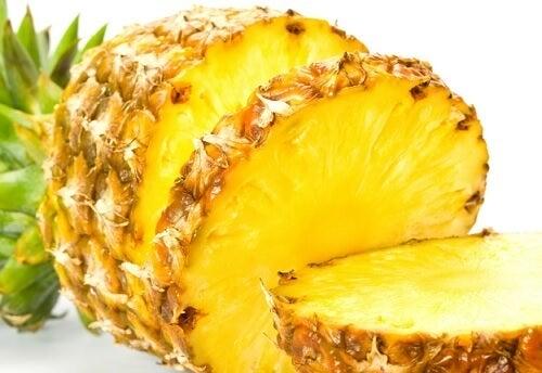 ananas contro l'osteoporosi