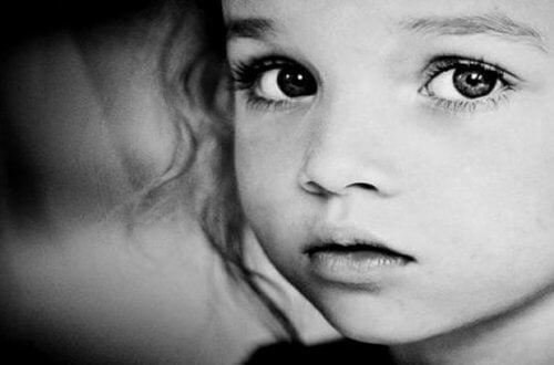 bimba e atteggiamenti tossici dei genitori