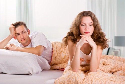 coppia infelice a letto