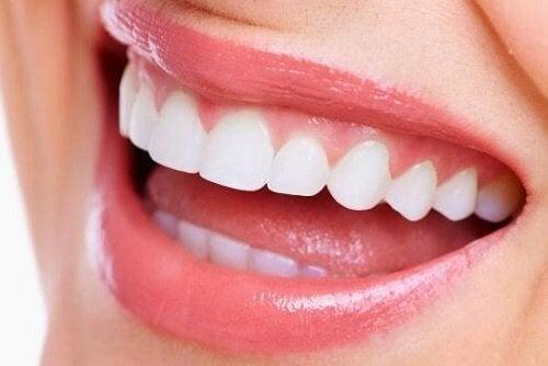 sorriso splendente grazie alla mora