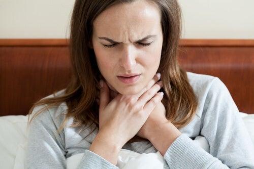 Rimedi fatti in casa per combattere la faringite