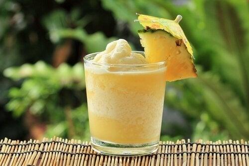 frullato-di-ananas
