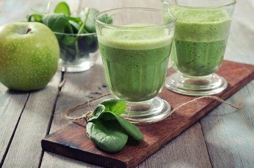 frullato di spinaci per regolare gli zuccheri
