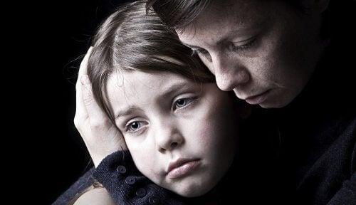 mamma-e-figlio-tristi