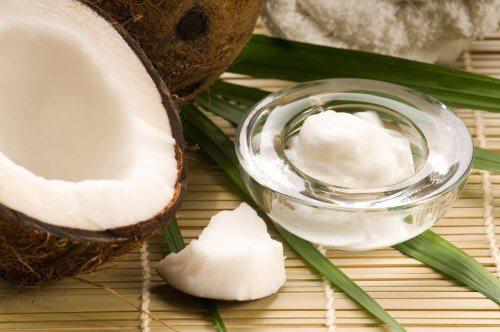 Come utilizzare l'olio di cocco come cosmetico naturale