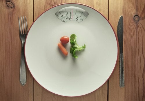 piatto-con-pochissimo-cibo