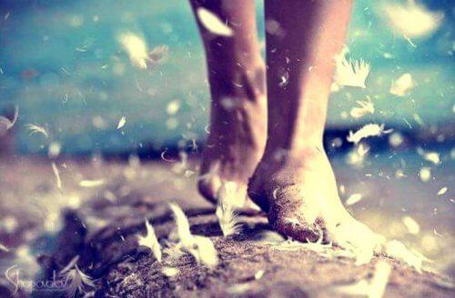 Camminare fa bene: ecco i suoi 4 benefici psicologici