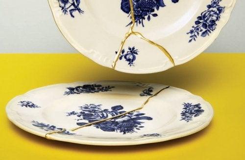 Riparare la ceramica rotta