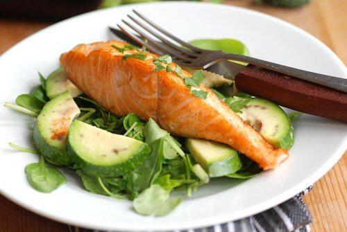 salmone per combattere l'osteoporosi
