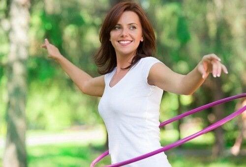 Donna fa hula hoop