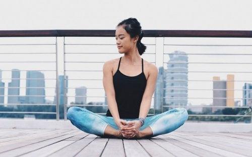 posizioni yoga per nervo sciatico