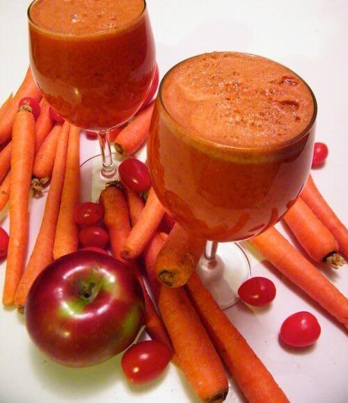 Frullato di carota e mela rossa