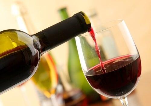 vino rosso causa emicrania
