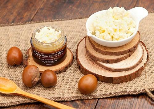 Il burro di karitè è un altro ingrediente della crema da notte