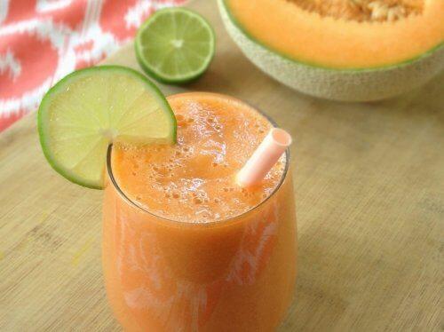 Frullato dimelone, limone e carota