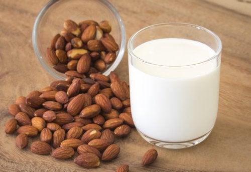 Mandorle e latte di mandorle