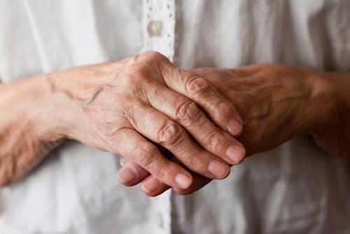 Importanza di conoscere l'atrite reumatoide