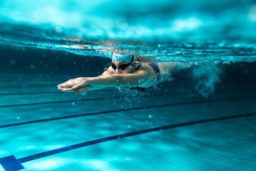 Persona che nuota