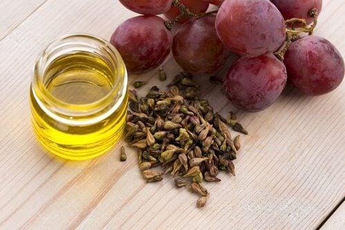 Uno degli ingredienti della crema da notte è l'olio di semi d'uva