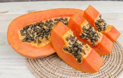 papaya tagliata a fette