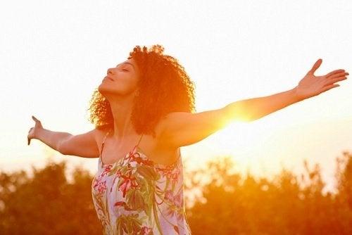 8 bugie alle quali le persone felici si rifiutano di credere