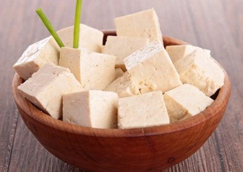 Tofu a pezzi