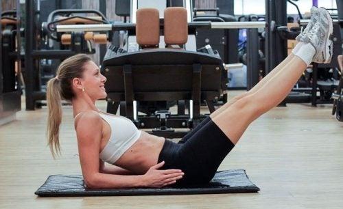addominali isometrici esercizi per rafforzare il corpo