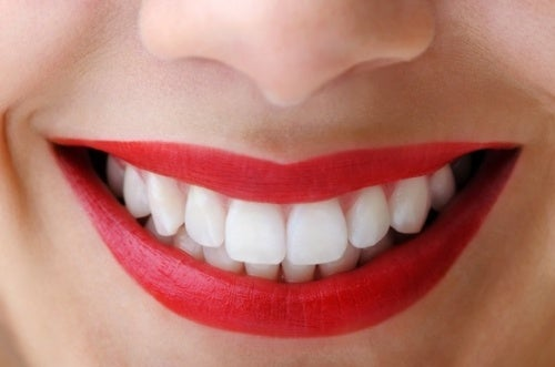 la mela aiuta ad avere denti sani