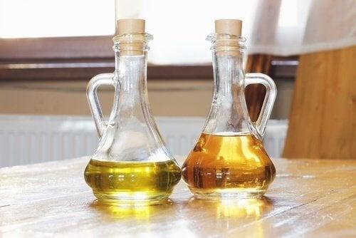 Olio e aceto per lucidare i mobili