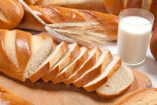 Pane e torte contengono grassi e impediscono di avere addominali scolpiti