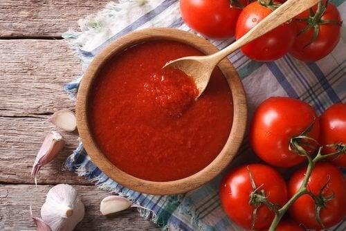 Passata di pomodoro casereccia, antiossidante e anticancerogena