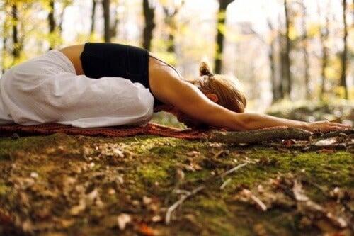 Praticare yoga nella natura