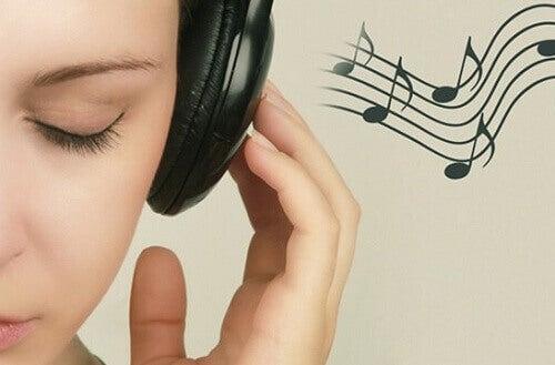 lavare parte esterna delle orecchie