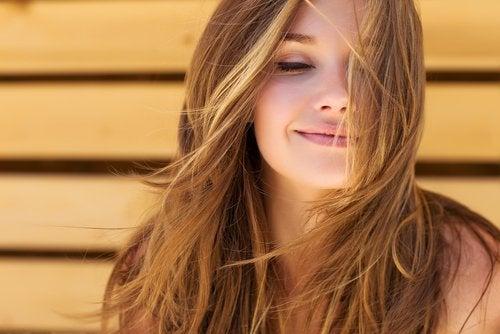 Quali prodotti di cura di capelli avvengono