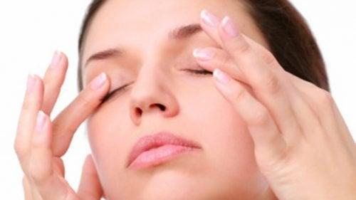 Massaggiare gli occhi